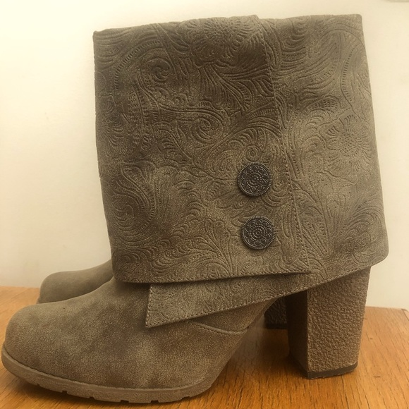 Size 9 mukluk brand faux leather ankle boots